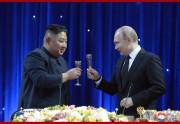 首脳会談に続いて行われた歓迎宴での金正恩氏とプーチン氏(2019年4月26日付朝鮮中央通信)