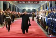 27日、ロシア訪問を終えて平壌駅に到着した金正恩氏(2019年4月27日付朝鮮中央通信)