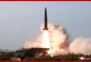 北朝鮮が4日に発射した戦術誘導兵器。ロシアの短距離弾道ミサイル「イスカンデル」と酷似している(2019年5月5日付朝鮮中央通信)