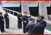 4日、金野江第2号発電所を視察した金正恩氏(2019年5月5日付朝鮮中央通信)