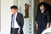 北朝鮮の金革哲・国務委員会対米特別代表と金聖恵・党統一戦線部統一策略室長。2019年2月21日、ハノイ(ニューシスKorea)