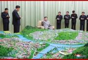 慈江道の江界市および満浦市の建設総計画を指導する金正恩氏(2019年6月1日付朝鮮中央通信)