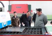 平南機械総合工場を視察する金正恩氏(2019年6月2日付朝鮮中央通信)