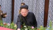 2015年12月、金養建党書記の死を悼み泣き顔を見せた金正恩氏(朝鮮中央通信)