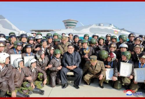 空軍競技大会を観覧した金正恩氏(2019年11月16日付朝鮮中央通信)