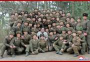 昌麟島防御隊を視察した金正恩氏(2019年11月25日付朝鮮中央通信より)