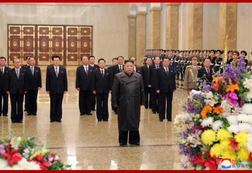 錦繍山太陽宮殿を参拝した金正恩氏(2020年2月16日付朝鮮中央通信より)