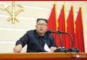 労働党政治局拡大会議を指導した金正恩氏(2020年2月29日付朝鮮中央通信より)