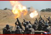 北朝鮮軍砲撃訓練を指導した金正恩氏(2020年4月10日付朝鮮中央通信より)