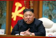 11日、党中央委政治局会議に出席した金正恩氏(2020年4月12日付朝鮮中央通信)