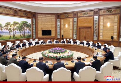 11日に開かれた朝鮮労働党中央委政治局会議(2020年4月12日付朝鮮中央通信)