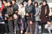 2011年、金正日氏の死去を悲しむ北朝鮮の人々(朝鮮中央テレビ)