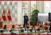 労働党軍事委員会拡大会議に参加した金正恩氏(2020年5月24日付朝鮮中央通信より)