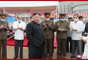 平壌総合病院を現地指導した金正恩氏(2020年7月20日付朝鮮中央通信より)