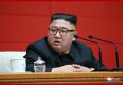 13日の朝鮮労働党中央委員会第7期第16回政治局会議で発言する金正恩氏(2020年8月14日付朝鮮中央通信)