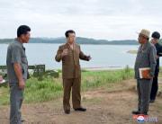 左から2人目が金才龍氏(朝鮮中央通信)