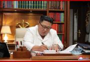 首都・平壌の党員に向けた公開書簡を書く金正恩氏(2020年9月6日付朝鮮中央通信)
