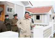 咸鏡南道の災害復旧建設場を視察した金正恩氏(2020年10月15日付労働新聞より)