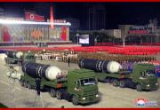 朝鮮労働党創建75周年記念閲兵式に登場した新型ミサイル「北極星4」(2020年10月10日付朝鮮中央通信より)