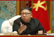 朝鮮労働党中央委員会政治局拡大会議を主宰した金正恩氏(2020年11月16日付朝鮮中央通信より)