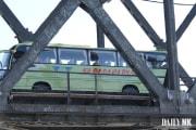 2019年に撮影された、北朝鮮から中国へ国境を越えるバス(デイリーNK)