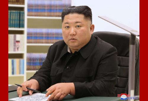 親筆書簡を送った金正恩氏(2021年1月1日付朝鮮中央通信より)