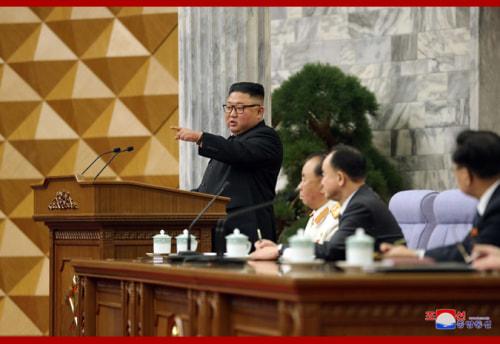 労働党第8期第2回総会を指導した金正恩氏(2021年2月12日付朝鮮中央通信)