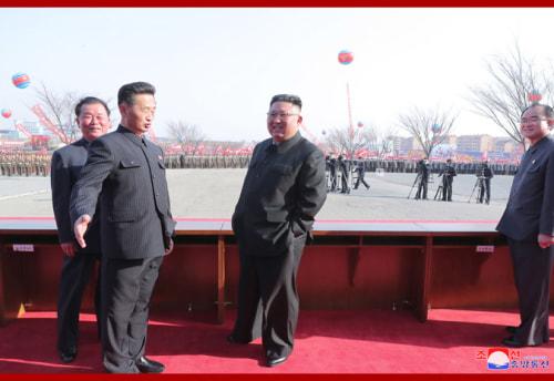 平壌市1万世帯住宅建設の着工式に出席した金正恩氏(2021年3月24日付朝鮮中央通信より)