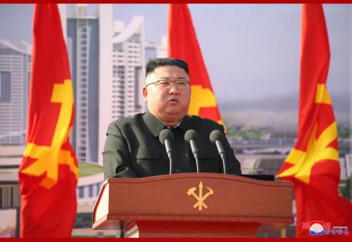 平壌市1万世帯住宅建設の着工式で演説した金正恩氏(2021年3月24日付朝鮮中央通信より)