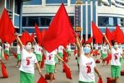 「宣伝隊」の練習に励む北朝鮮の女性たち(労働新聞)