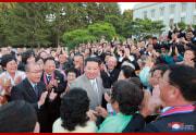 金正恩氏が革新者功労者と面会した(2021年9月9日付朝鮮中央通信)